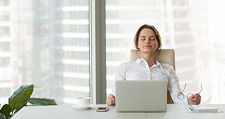 Mujer en el despacho